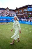 图文:穆雷捧起女王杯 公爵夫人微笑出场