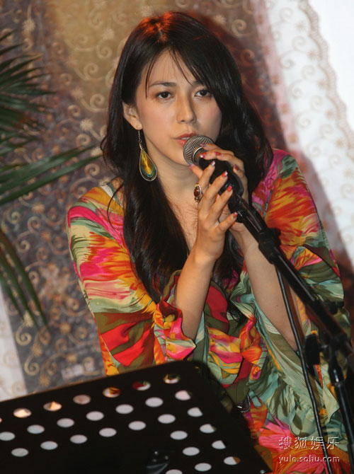 女主演之一安雅率先演唱主题曲