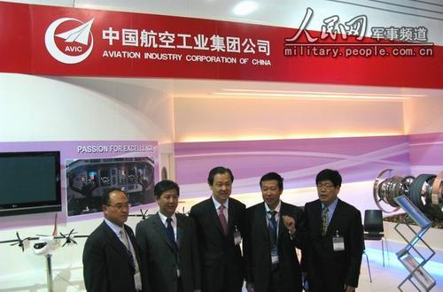 中国驻法国大使孔泉巴黎航展驾 猎鹰