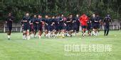 图文:[中超]长春备战广州 集体慢跑