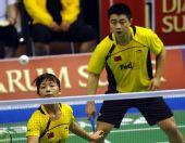 图文:印尼公开赛郑波/马晋进八强 在比赛中