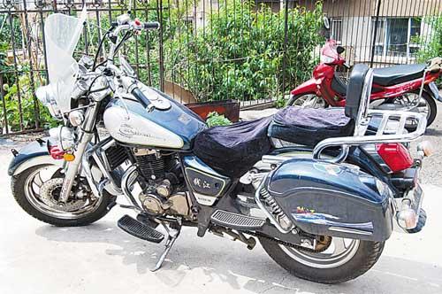 作案用的摩托车本组图片 本报记者 牛研 摄