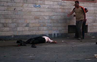 Twitter上出现了一张男子横尸德黑兰街头的照片。