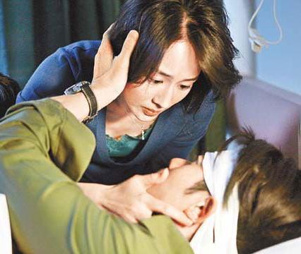 张钧甯得城城教她拍亲热戏,最初尴尬,后来投入。