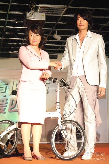 游鸿明与台东县长