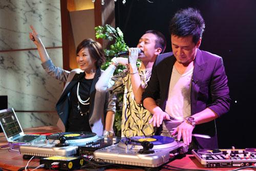 杨坤李静大过DJ瘾,玩high现场