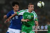 图文:[中超]北京0-0河南 小格紧盯来球