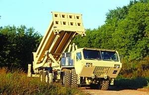 THAAD反导系统。THAAD系统是美国战区导弹防御系统的地基高层防御部分,比低层系统拦截的高度高,距离远,既能在大气层内又能在大气层外撞击杀伤截击。