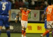 图文:[中超]山东0-0重庆 遗憾抱头