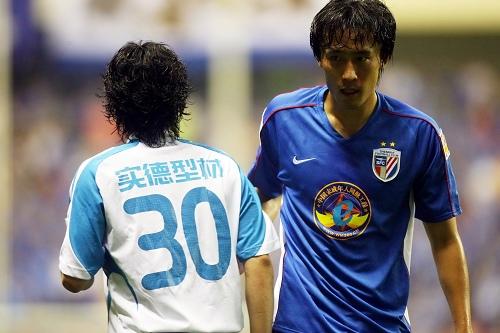 图文:[中超]上海1-0大连 杜威防守出色
