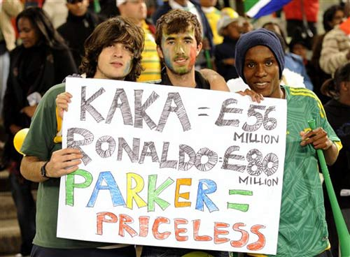 南非球迷打出标语