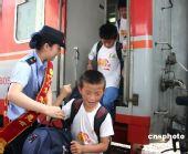 图:500余名地震灾区异地求学孩子返川