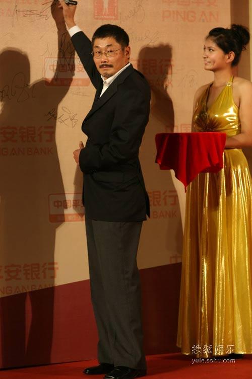 图:第12届上海电影节闭幕红毯 何平导演