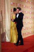 好莱坞男星麦克格雷戈携妻亮相 红毯挠耳朵-4