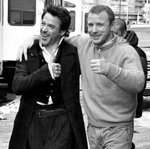 唐尼(左)与盖-里奇老友鬼鬼