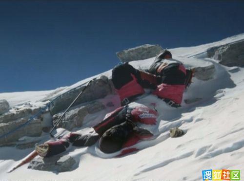 实拍珠峰山坡上众多遇难者遗体
