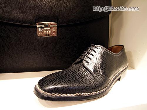 最顶级的系列,整双鞋的所有工序由一个师傅完成