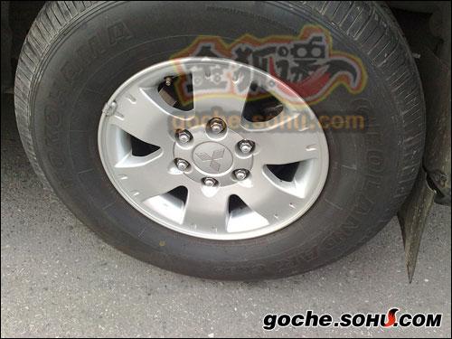 轮毂上的logo还保留着三菱的标识