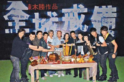 一众演员齐齐出席开镜拜神仪式。