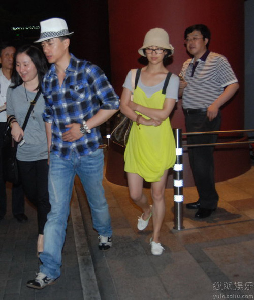 6月16日,罗海琼和段奕宏现身某酒店外。