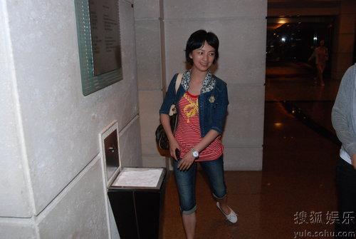 6月11日,罗海琼在某酒店亮相,星味全无