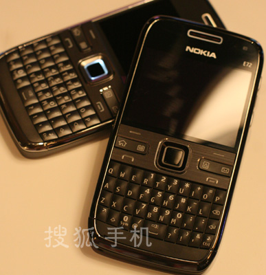诺基亚全键盘商务手机E72