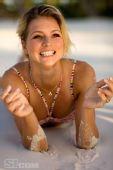 图文:美少女基里连科写真 美少女玩细沙