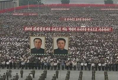 昨天是朝鲜战争爆发59周年,近10万名平壤市民在金日成广场举行了大规模反美群众集会。