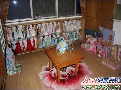 陈之伊收藏的各式各样的芭比娃娃