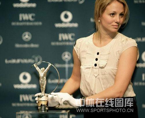 图文:中国奥运代表团获最佳团队 漂亮工作人员