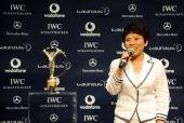 图文:中国奥运代表团获最佳团队 邓亚萍微笑