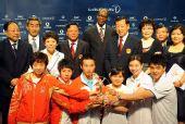 图文:中国奥运代表团获最佳团队 集体大合影