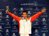 图文:中国奥运代表团获最佳团队 肖钦张开双臂