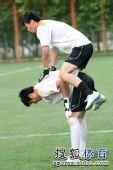 图文:[中超]鲁能备战联赛 训练门将新手段