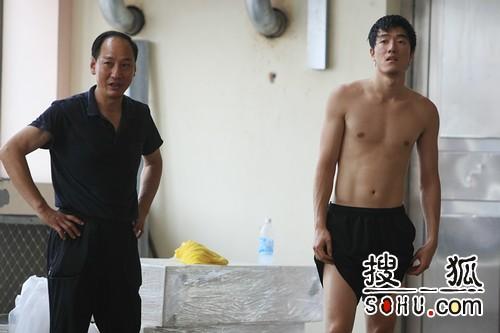 赤膊训练的刘翔(点击观看组图)