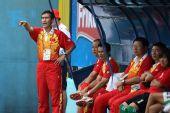 图文:中国女足3-0波兰 王海鸣在场边指导