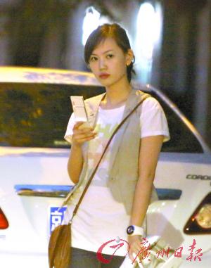 王宝强女友马蓉的凶狠瞪眼照片