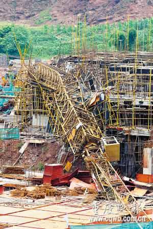 崇州塔吊倒塌_重庆34米塔吊倒塌 将鉴定周边在建楼房地基隐患-搜狐新闻