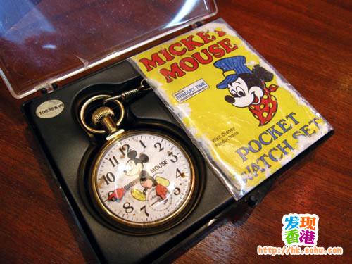 米奇老鼠怀表 港币3800元 这款1950年代出产的米奇老鼠袋表保养良好,亦连有原装纸袋