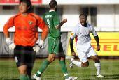 图文:[中超]长春2-0杭州 梅尔坎庆祝进球