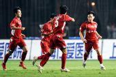 图文:[中超]上海VS重庆 张健进球兴奋