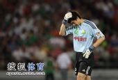 图文:[中超]北京2-1大连 杨智懊恼