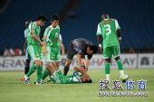 图文:[中超]北京2-1大连 谁受伤了