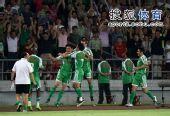 图文:[中超]北京2-1大连 路姜庆祝进球