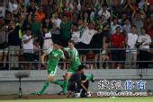 图文:[中超]北京2-1大连 路姜疯狂