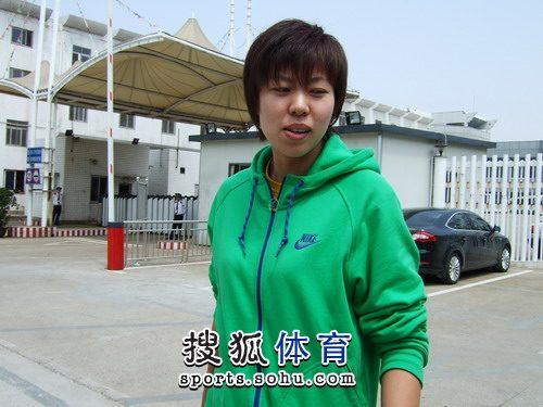 赵燕妮短发很精神