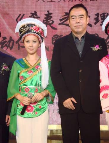 何琳和陈凯歌合影