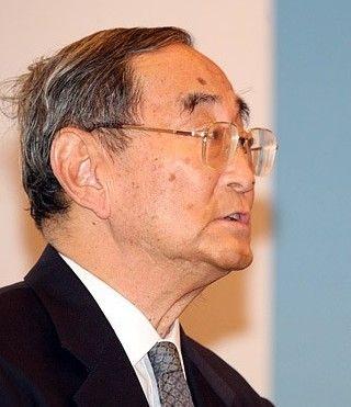 北京大学教授厉以宁在全球智库峰会现场