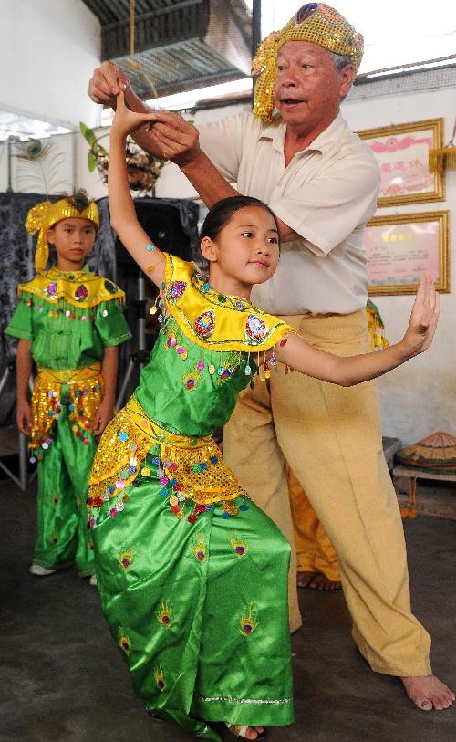 云南瑞丽傣族孔雀舞得到良好传承图片