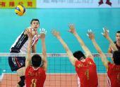 图文:世界男排联赛中国3-2美国 中国三人拦网